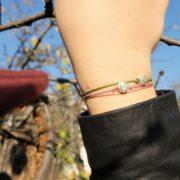 Schneckenarmband. Schecken Sie Ihren Liebsten ein Schneckenarmband aus 925 Sterling Silber mit einem Bändchen in verschiedenen Farben. Ein ideales Schmuck Geschenk.