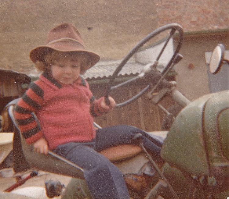 1977, Andreas Gugumuck interessierte sich für die Geschichte des Hofes und dachte lange über eine Alternative zur Landwirtschaft der Großmutter nach.