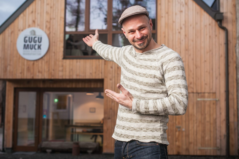 Wiener Schneckenmanufakur mit dem Inhaber Andreas Gugumuck. Nach 7 Jahren der Urproduktion hat sich Andreas Gugumuck entschieden seine Schnecken selbst zu veredeln. Er legt Wert au Traditionen und Innovation.