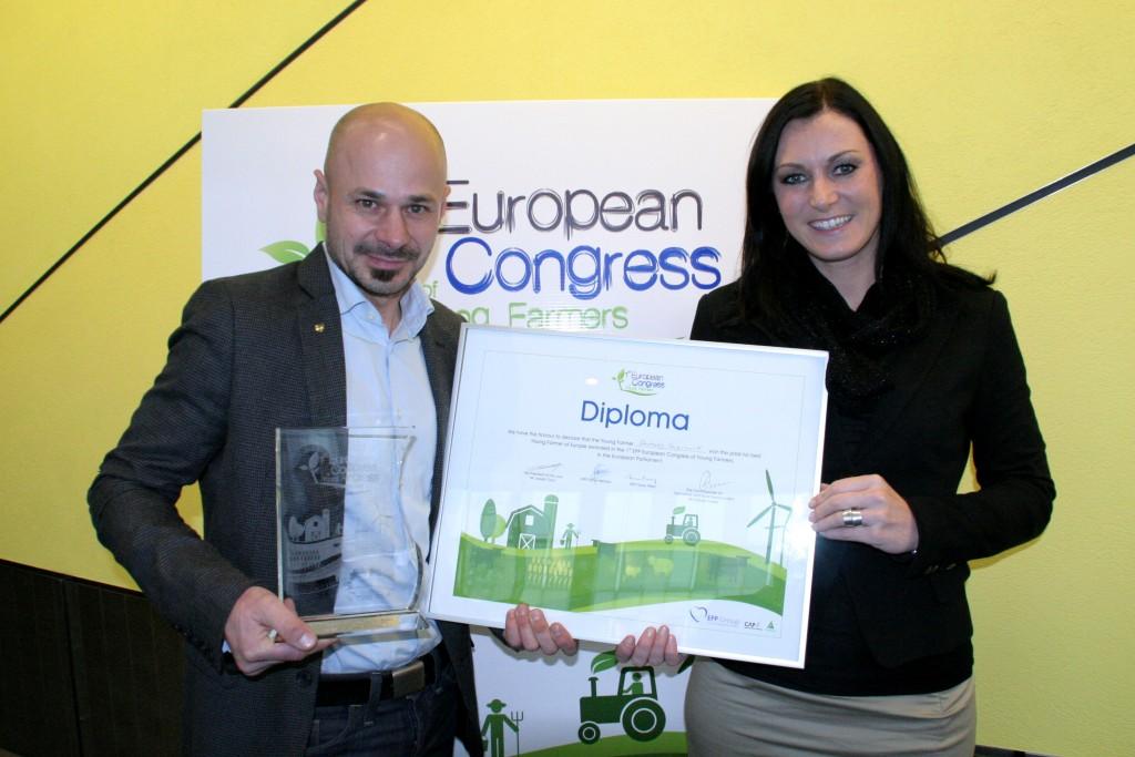 Andreas Gugumuck mit Elli Köstinger im Europäischen Parlament, Best Young Farmer für das Betriebskonzept gekürt. Weitere prestigeträchtige Auszeichnungen sind z.B. Senator im Senat der Wirtschaft und Tropheé Gourmet