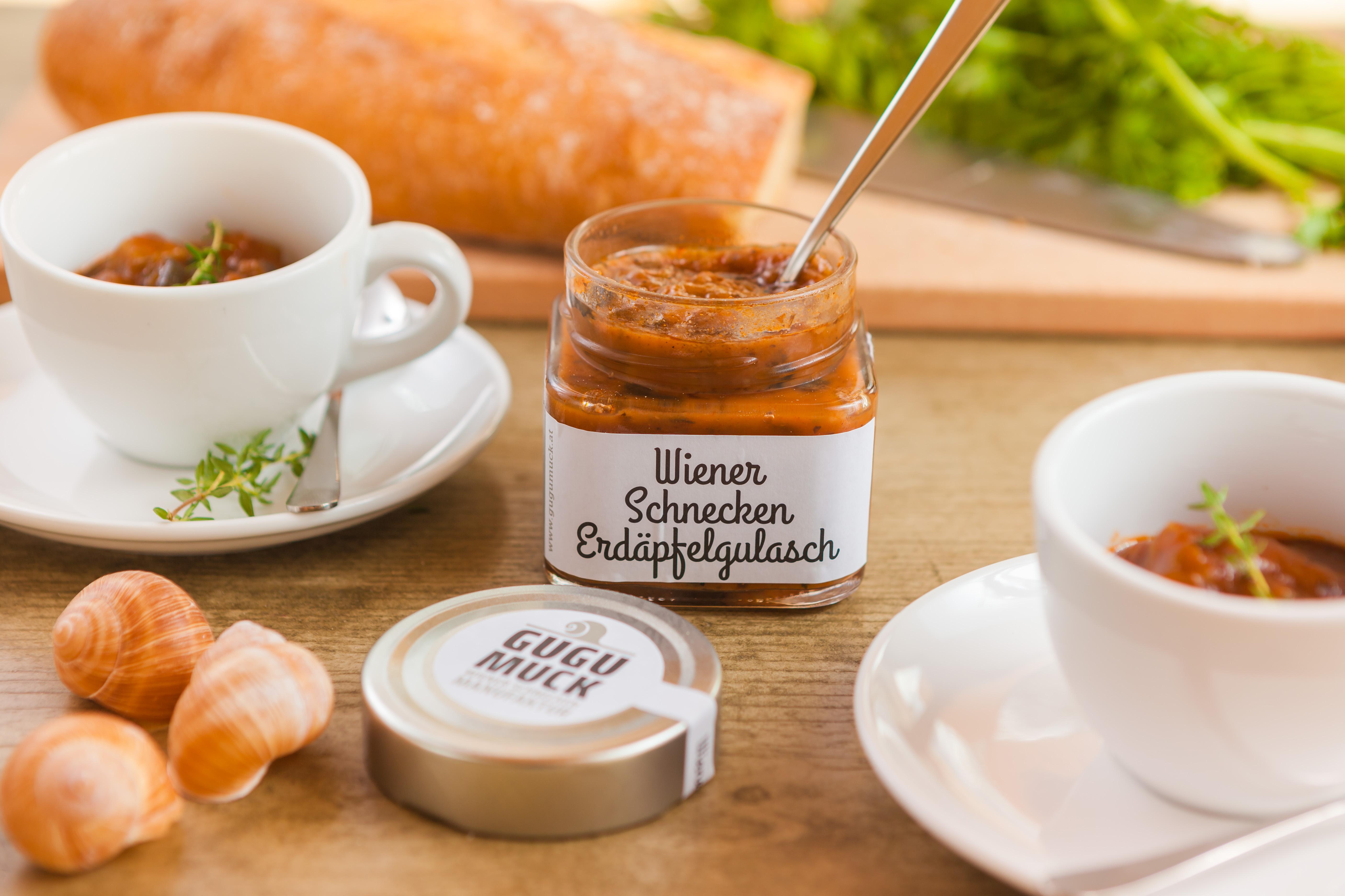 Wiener Schnecken Erdapfelgulasch von Gugumuck, Feinkostartikel und Spezialitäten testen. Schnecken kaufen im Feinkost online oder im Feinkost-Handel