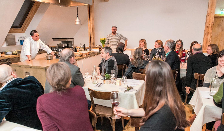 © Philipp Lipiarski / www.lipiarski.com, Bistro am Gugumuck-Hof Wiener Schneckenmanufaktur, Farm 2 Table, Privat - und Firmenevents z. B. zur Teambildung mit Catering zu einer günstigen Raummiete