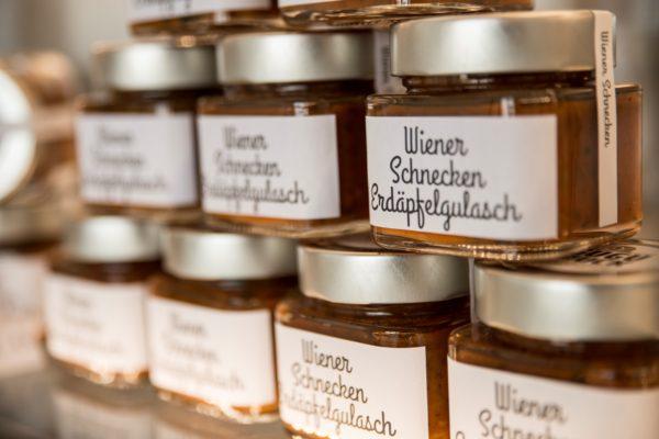 Credit: Karin Nussbaumer, Schnecken Erdapfelglasch aus dem Hause Wiener Schnecken-Manufaktur Gugumuck