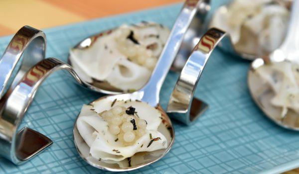 (c) Andreas Gugumuck, Schnecken-Kaviar auf Lardo