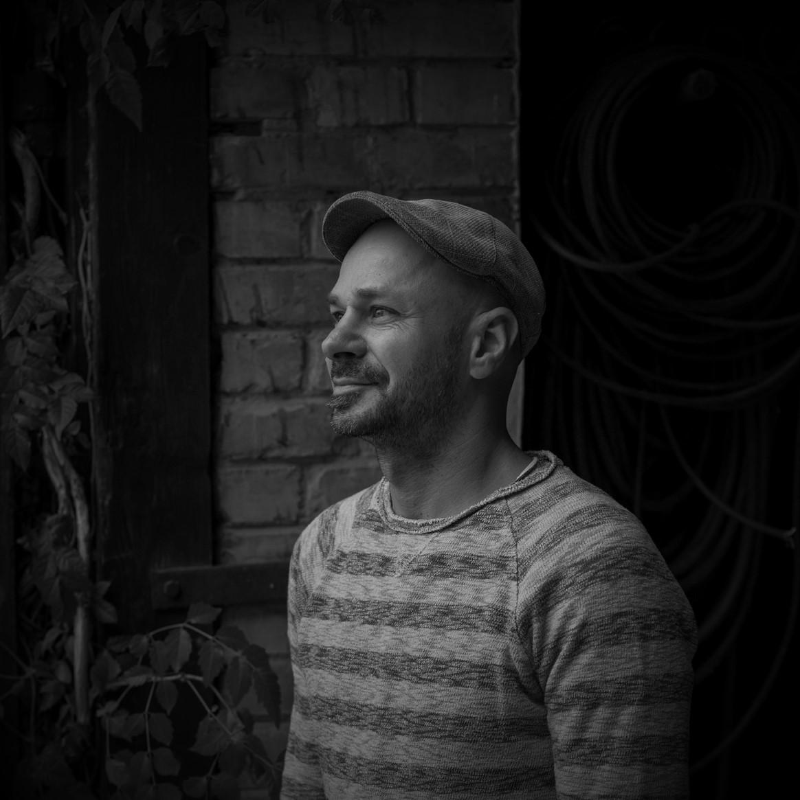 Andreas Gugumuck Betreiber der Weinbergschnecken-Manufaktur Gugumuck auf einer Stadtlandwirtschaft, Engagement, Ausdauer nicht nur beim Boxen, der innovativste Jungbauer Europas, einfach ein Schneckenkönig